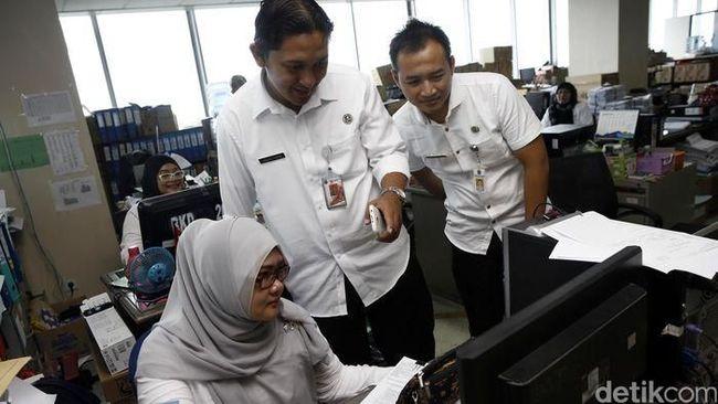 Jokowi Kasih Rp 2,4 Juta ke Karyawan Swasta, Ini S