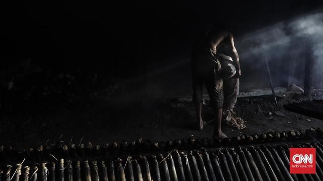 Metode memasak lemang tersebut membuat cita rasa dan aroma khas dari lemang. (Foto:CNNIndonesia/AdhiWicaksono)