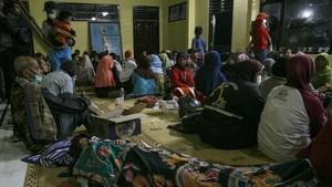 Merapi Kembali Meletus, Pengungsi Bertahan di Posko