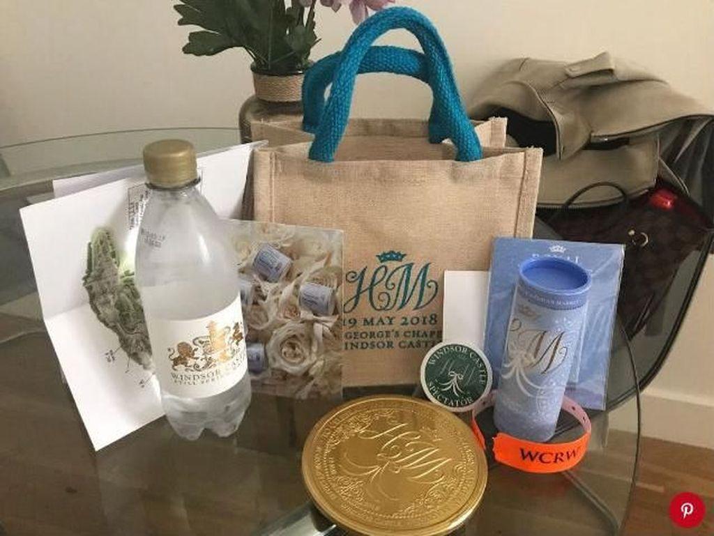 Goodie Bag Pernikahan Pangeran Harry Dijual Rp 28 Juta di eBay
