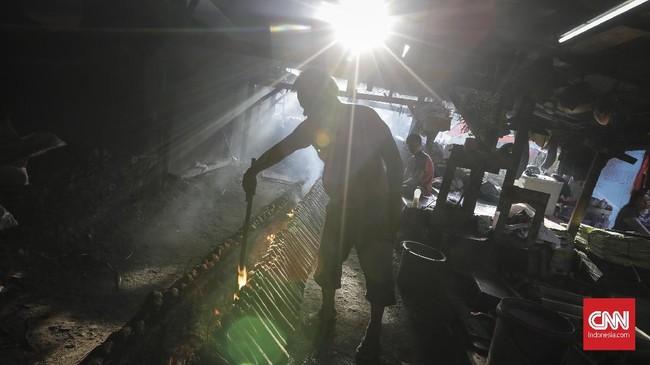 FOTO: Menyingkap Proses Pembuatan Lemang Bambu