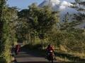 Abu Gunung Merapi Mulai Terpa Candi Borobudur