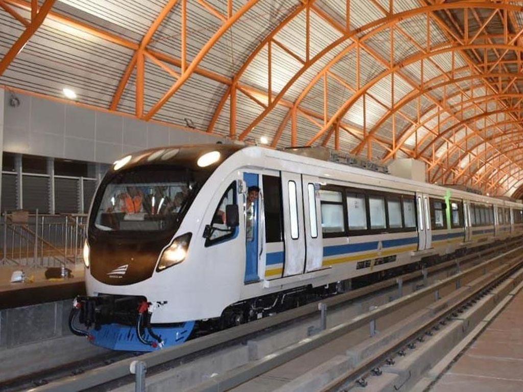 LRT Palembang Melintas Mulus untuk Pertama Kalinya