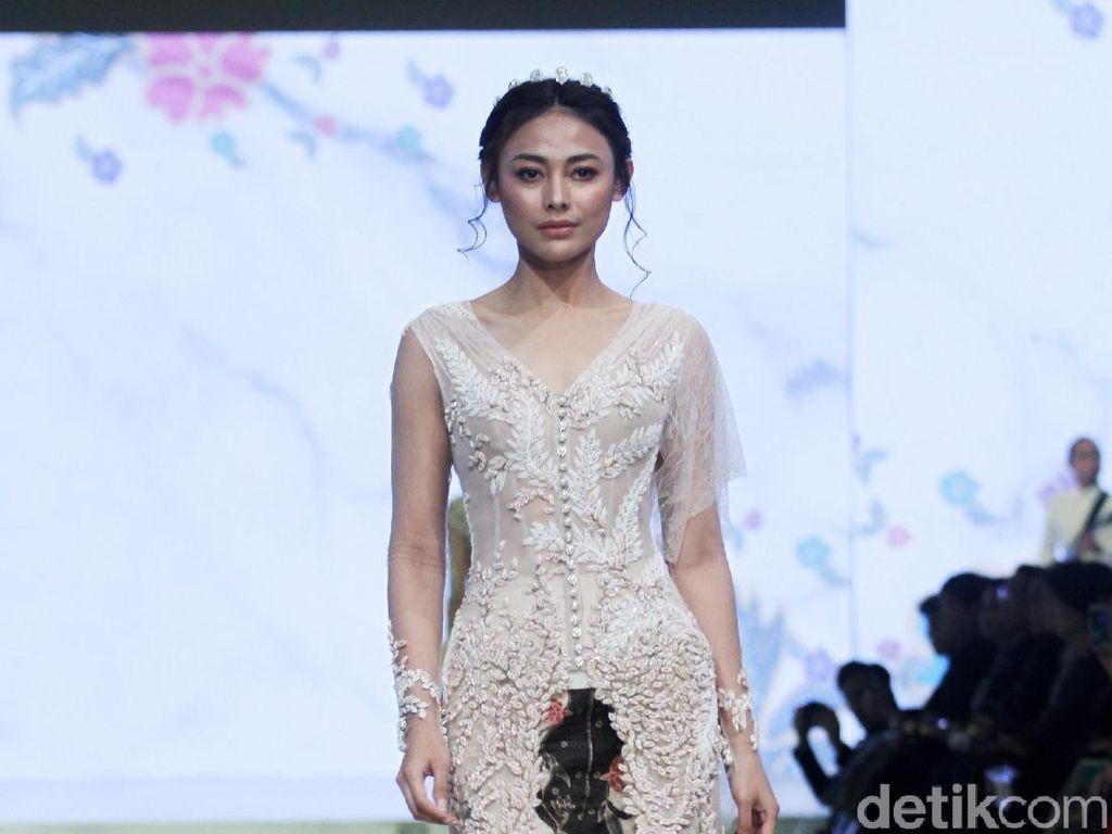 25 Rancangan Eddy Betty yang Mengangkat Keindahan Batik dan Kebaya