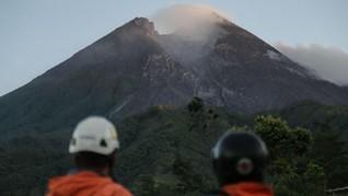Gunung Merapi Muntahkan Guguran Awan Panas Hingga 950 Meter