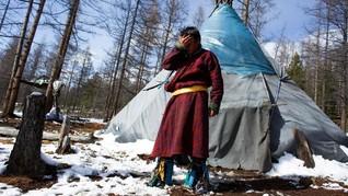 FOTO: Menjaga Identitas Dukha, Penggembala Rusa di Mongolia