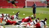 Liverpool juga terus melakukan persiapan jelang melawan Real Madrid dengan menggelar latihan di Stadion Anfield. (Reuters/Carl Recine)