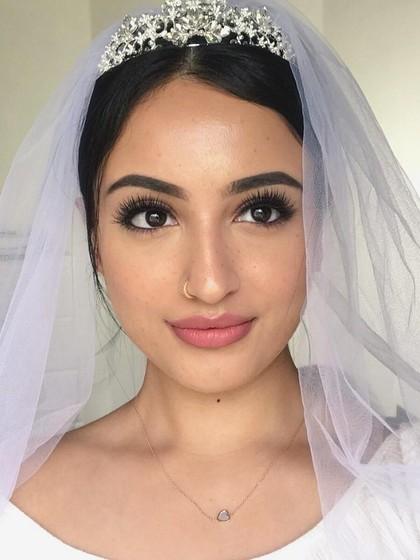 Wanita Ini Tiru Gaya Makeup Meghan Markle Saat Nikah, Hasilnya Menakjubkan