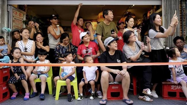 Bun Festival menjadi festival yang dinanti setiap liburan sekolah di Hong Kong.