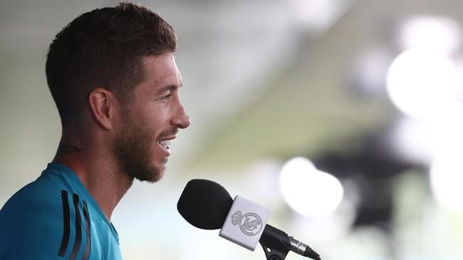 Kapten Real Madrid Sergio Ramos berbicara kepada media. Madrid mengincar gelar Liga Champions ke-13 saat melawan Liverpool. (REUTERS/Sergio Perez)