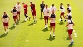 Para pemain Liverpool menjalani latihan di Stadion Anfield. Liverpool kali terakhir mengalahkan Real Madrid pada final Liga Champions [Piala Champions] pada 1981. (REUTERS/Andrew Yates)