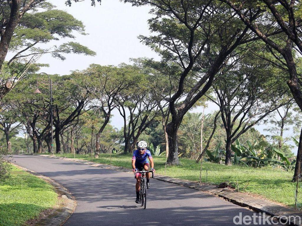 Dalam kompetisi itu, Aiman mendapatkan pengawalan tingkat tinggi. Bagaimana jika bersepeda di jalanan umum tanpa pengamanan yang sebenarnya dilarang oleh klubnya saat ini, Sapura Cycling Team.