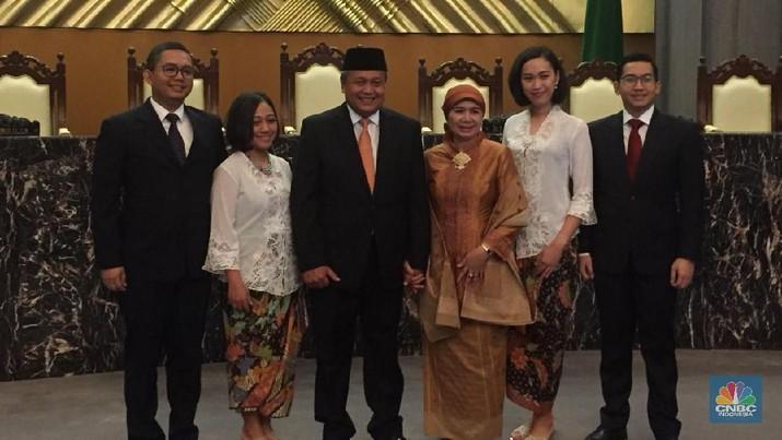Gubernur Bank Indonesia (BI) Perry Warjiyo memberikan pernyataan pertamanya usai dilantik di Mahkamah Agung (MA).