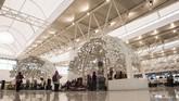 Bandara Internasional Jawa Barat (BIJB) Kertajati, Majalengka, Jawa Barat, mulai beroperasi setelah diresmikan Presiden Joko Widodo hari ini, Kamis (24/5). BIJB diharapkan dapat segera melayani pemudik Lebaran 2018.(ANTARA FOTO/M Agung Rajasa)