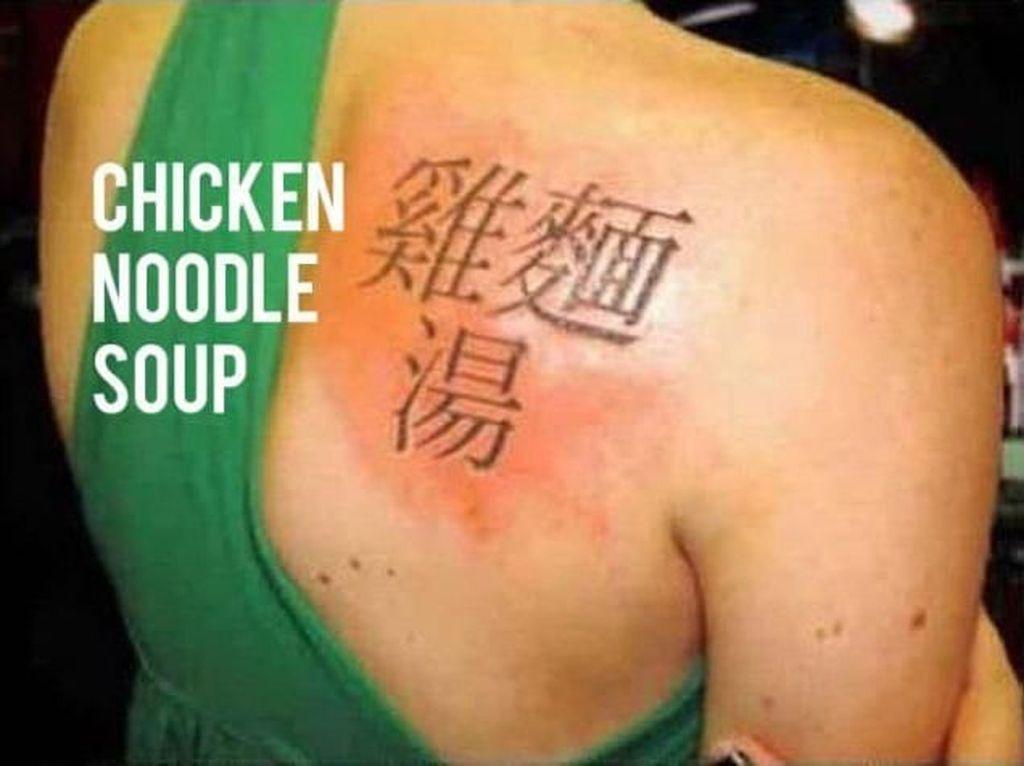Orang-orang Ini Tato Tubuh Pakai Huruf China, Arti Sebenarnya Bikin Ketawa