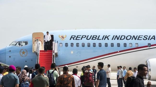 Presiden Joko Widodomeresmikan Bandara Internasional Jawa Barat (BIJB) Kertajati, Majalengka, Jawa Barat, Kamis (24/5). BIJB merupakan bandara kedua terbesar di Indonesia setelah Bandara Internasional Soekarno-Hatta yang memiliki luas lahan mencapai 1.800 hektare. (ANTARA FOTO/M Agung Rajasa)