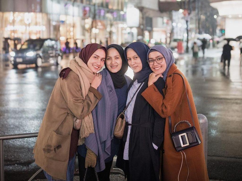 Takjub! Ibu Rumah Tangga Raup Rp 2,7 M dalam 5 Menit dari Jual Hijab