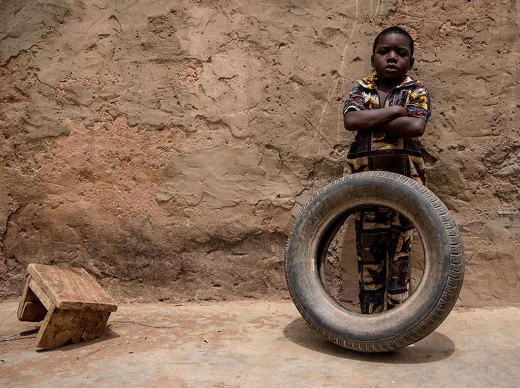 Potret Menarik Perbandingan Mainan Anak Miskin dan Kaya