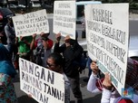 Aksi Borgol Tangan Warnai Sidang Sengketa Tanah