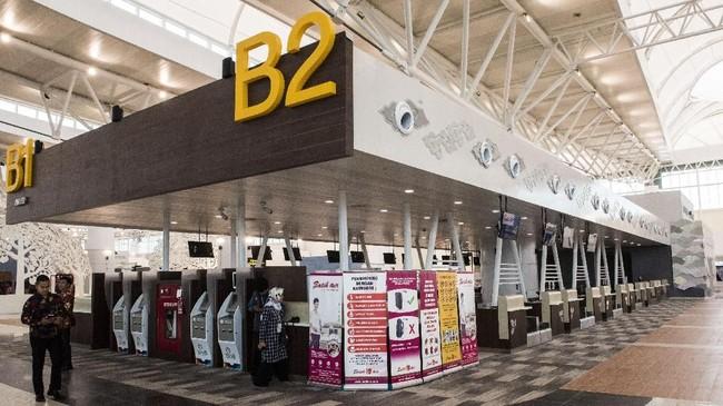 Suasana sudut ruang check in pesawat di Bandara Internasional Jawa Barat (BIJB) Kertajati, Majalengka, Jawa Barat, Kamis (24/5). Untuk sementara, BIJB Kertajati akan menjadi bandara embarkasi haji antara. (ANTARA FOTO/M Agung Rajasa)