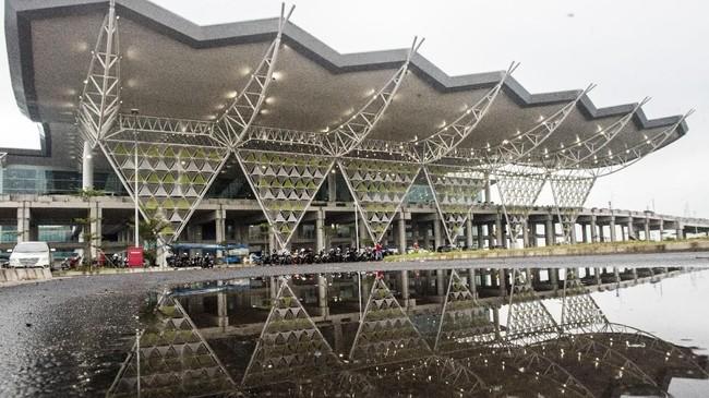 Bandara Internasional Jawa Barat (BIJB) Kertajati, Majalengka, Jawa Barat, mulai beroperasi hari ini, Kamis (24/5).Kementerian Perhubungan memastikan bandara ini akan melayani penerbangan haji. (ANTARA FOTO/M Agung Rajasa)