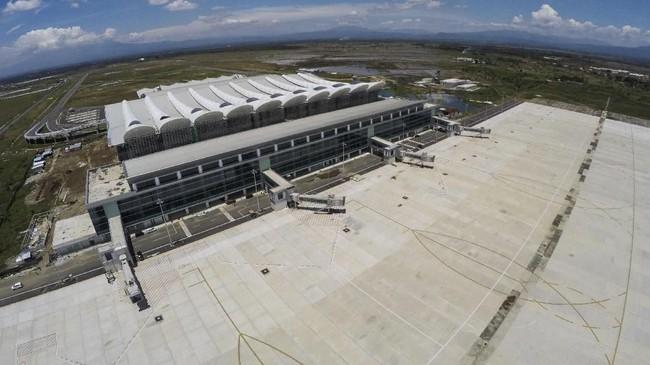 Bandara Internasional Jawa Barat (BIJB) Kertajati, Majalengka, Jawa Barat, mulai beroperasi hari ini, Kamis (24/5), setelah diresmikan oleh Presiden Joko Widodo. (ANTARA FOTO/Raisan Al Farisi)
