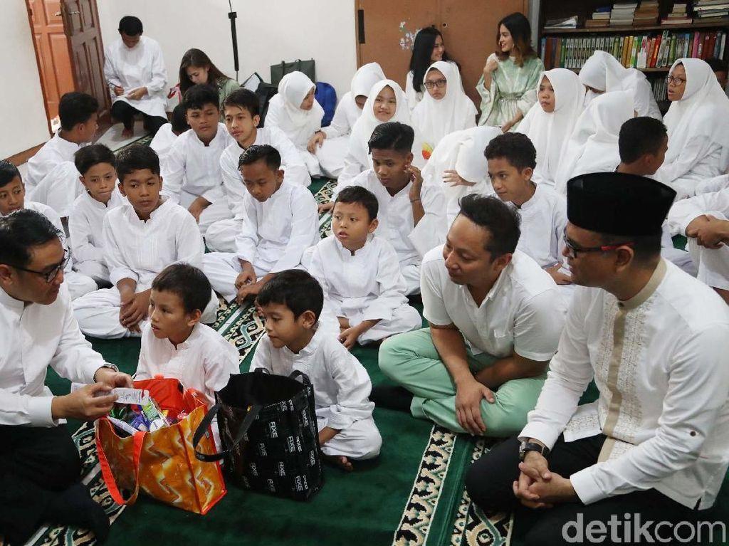 Program ini mengajak masyarakat berbagi kebaikan kepada 1001 Panti Asuhan di seluruh Indonesia.