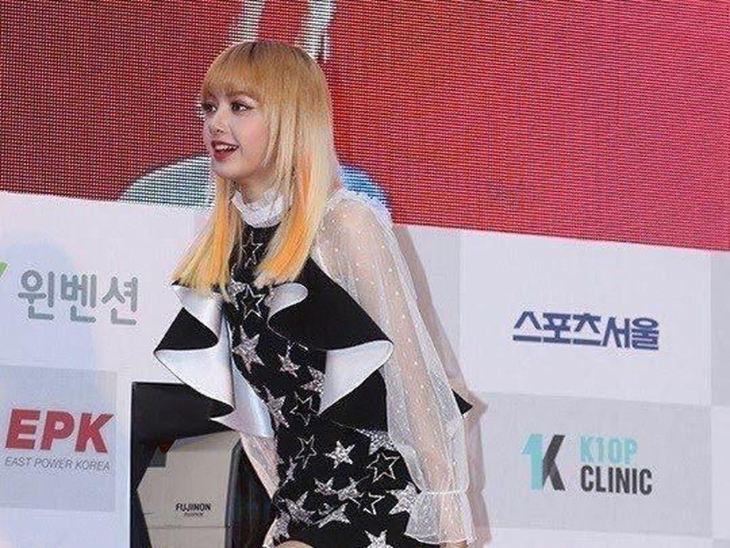Foto: Saat Artis K-pop Tak Nyaman Pakai Baju Terlalu Seksi