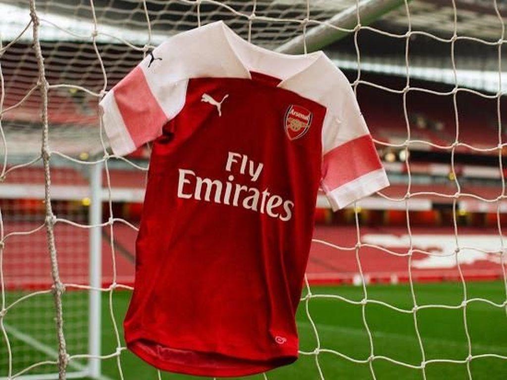 Sementara Arsenal bekerja sama dengan Puma sejak 2019 hingga 2024 dengan nilai kontrak mencapai 60 juta pounds atau Rp 1,079 triliun. (Foto: Istimewa)