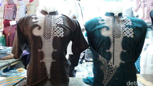 Pernah Lihat Baju Koko Black Panther Warna Hijau? Di Tanah Abang Ada