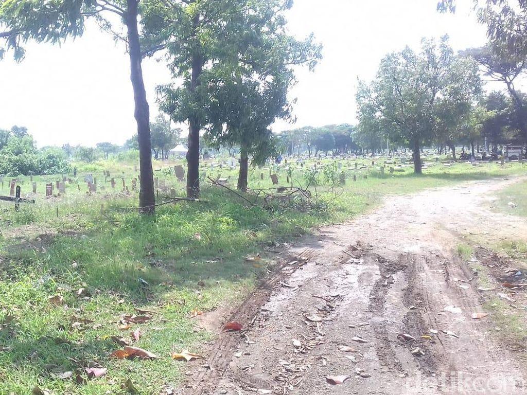 Pantauan detikcom di lokasi, Sabtu (26/5/2018), lokasi pemakaman bagiJenazah tunawanini berada tengah TPU Tegal Alur, yaitu pada Blok A-III.