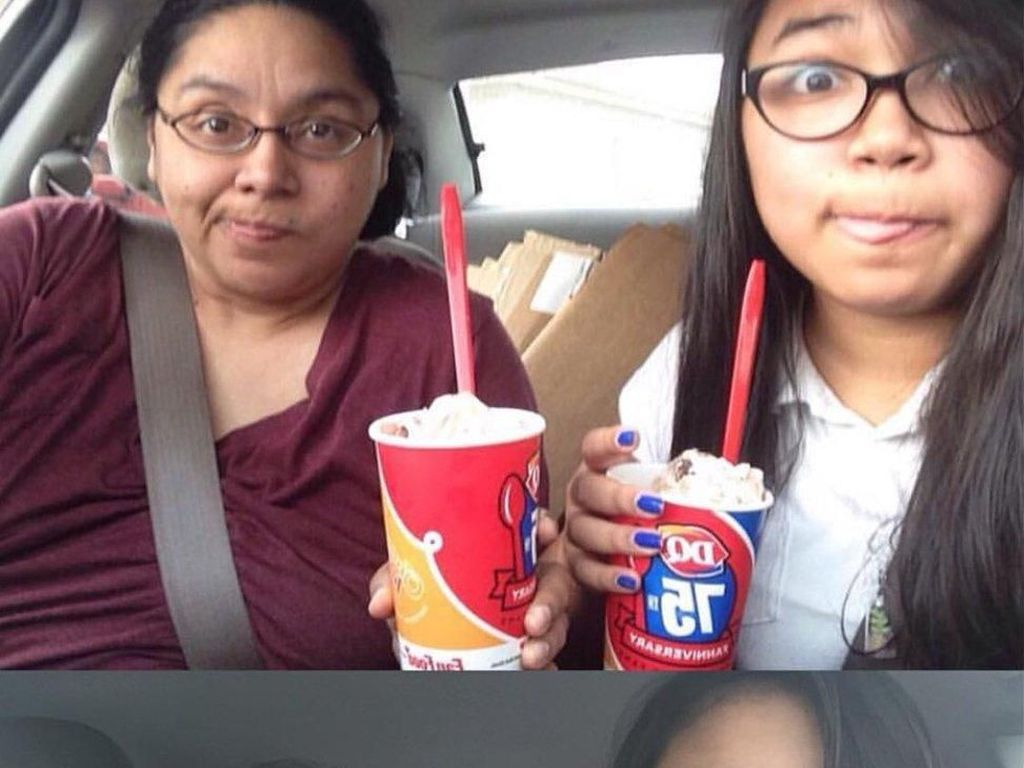 Ibu-Anak Pose Selfie Sama Selama 4 Tahun, Foto Terakhir Bikin Mengharu Biru