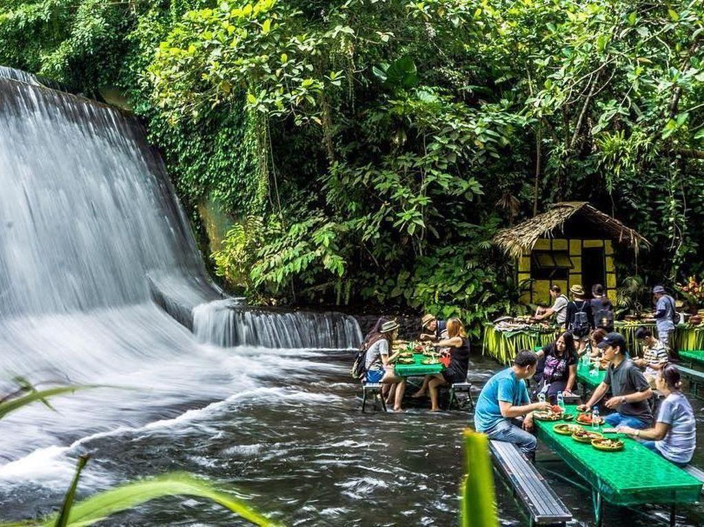 Unik! Restoran Bawah Air Terjun yang Hits di Filipina