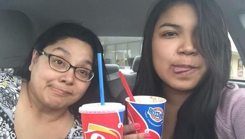 Ibu dan Anak Pose Selfie Sama Selama 4 Tahun Namun Foto Terakhir Malah Bikin Mengharu Biru, Siapkan Tisu