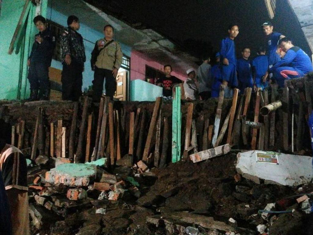 Penampakan Rumah Terdampak Longsor di Petukangan Utara Jaksel