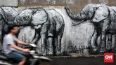Gambar Gajah yang terlukis dari ide warga untuk menghiasi Gang Abdul Jabar. Gagasan untuk melukis tembok Gang dengan nuansa Islami di gagas oleh seniman lokal gang Abdul Jabar, Saipul Bahri dan kawan-kawan seniman lainnya. (CNN Indonesia/Andry Novelino)