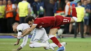 Dua Legenda Inggris Bela Ramos Soal Salah