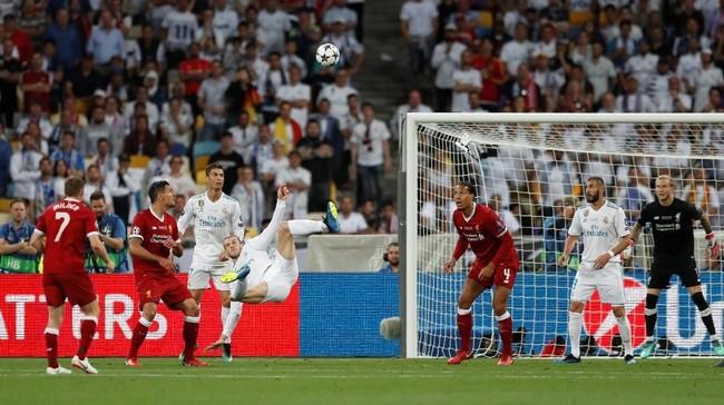 Gareth Bale mencetak salah satu gol kemenangan Real Madrid atas Liverpool dalam laga final Liga Champions 2018 yang berakhir dengan skor 3-1 untuk Los Blancos. Madrid pun kukuh sebagai klub pemilik gelar Liga Champions terbanyak, dengan jumlah trofi sebanyak 13. (REUTERS/Andrew Boyers)