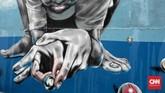 Mural menghiasi tembok rumah warga di Gang Abdul Jabar,Minggu, 27 Mei 2018. Selain gambar kreatif masing-masing warga, para seniman di Gang Badul Jabar juga menggambar mural Islami di dinding Gang Abdul Jabar, Kelurahan Jagakarsa, Jakarta Selatan, untuk menyemarakkan Ramadhan. (CNN Indonesia/Andry Novelino)