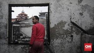 FOTO: Kebakaran Hanguskan 40 Rumah di Bidara Cina
