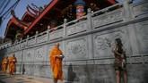 Pindapatta merupakan tradisi Buddhis yang telah dilaksanakan sejak zaman kehidupan Sang Buddha,Siddhārtha Gautama, hingga saat ini. (ANTARA FOTO/Hendra Nurdiyansyah/kye/18)