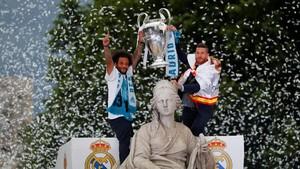 Ada Hinaan untuk Pique di Pesta Juara Liga Champions Madrid