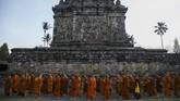 Penyemayaman api abadi tersebut merupakan rangkaian dari ritual menjelang hari raya Waisak 2562 BE/2018, sebelum dibawa menuju altar utama di Candi Borobudur pada puncak prosesi.(ANTARA FOTO/Hendra Nurdiyansyah/aww/18)