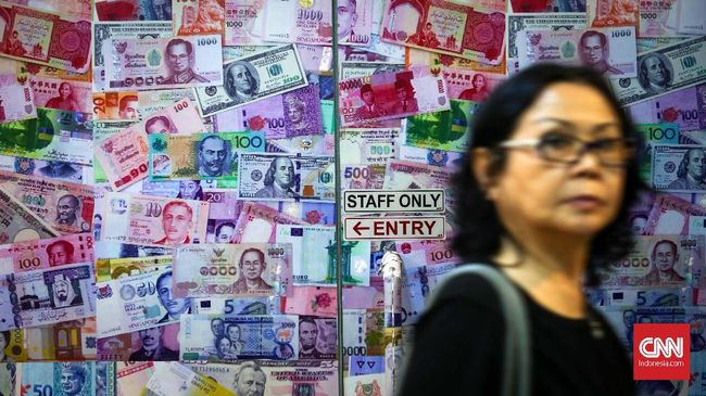Dolar AS Masih di Atas Angin, Rupiah Melemah ke Rp14.386