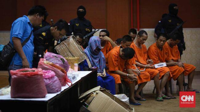 BNN dan Bea Cukai Bongkar Penyelundupan 65 Kg Daun Katinon