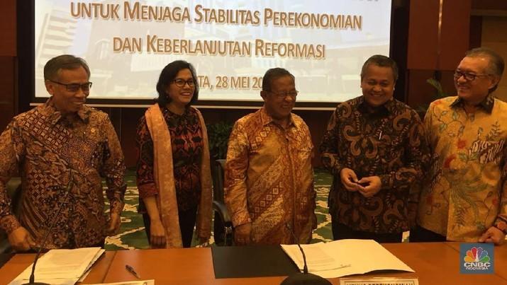 Sri Mulyani menegaskan, Indonesia masih jauh dari krisis ekonomi.
