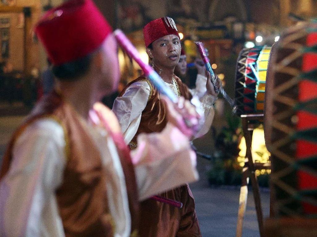 Suasana Ramadan khas Indonesia mulai penampilan rampag bedug Ramadan, dekorasi, hiburan khas Ramadan. Pool/Lippo.