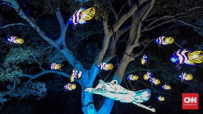 Taronga Zoo, kebun binatang di Sydney juga ikut berhias selama Vivid Sydney 2018. Instalasinya kebanyakan berbentuk flora dan fauna.
