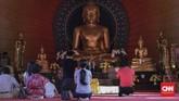 Salah satu yang menarik dari wihara ini adalah Buddha Rupang (patung Buddha). Saat akan dibuat ada perdebatan bentuknya akan mengikuti seperti di Candi Borobudur atau Thailand. (CNNIndonesia/Adhi Wicaksono)