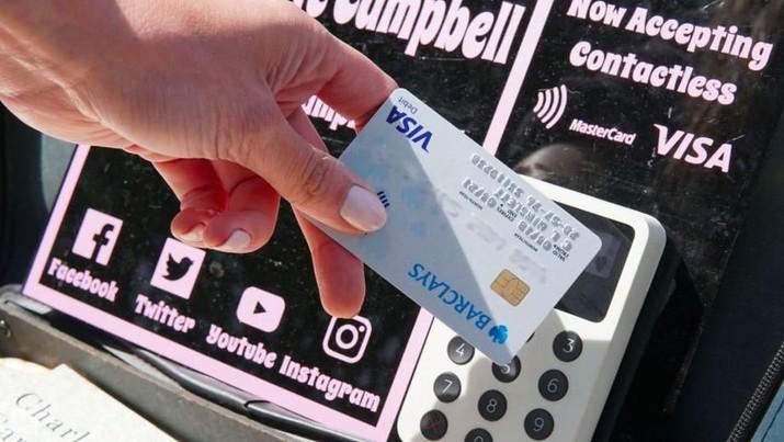 Lupakan Uang Receh, Bayar Pengamen di London Bisa Pakai Kartu